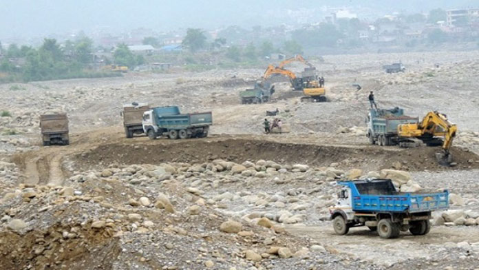 Five tippers carrying illegally mined aggregates impounded