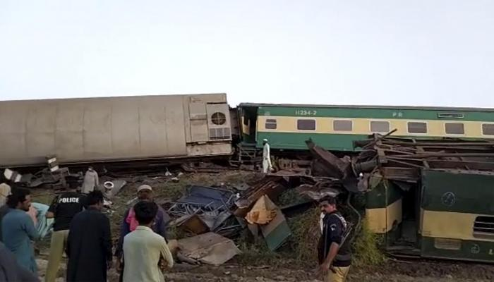 Officials: 2 trains collide in southern Pakistan, killing 30